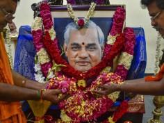 From President Ram Nath Kovind to PM Narendra Modi Congress president Rahul Gandhi leaders mourn as Atal Bihari Vajpayee laid to rest at Smriti Sthal
