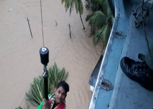 Kerala Floods: Army airlifts civilians stranded in flood water